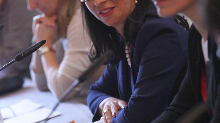 Mujeres y diplomacia: Experiencias y aportaciones