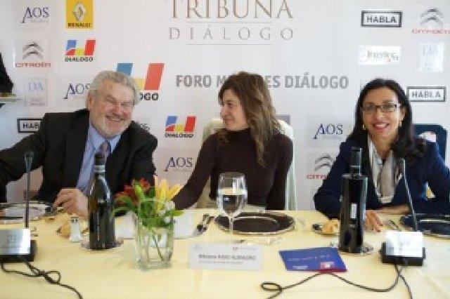 Almuerzo debate con Bibiana Aido Foro Mujeres 2011