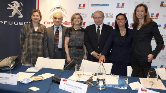 Periodismo en femenino. ¿Mismas trayectorias profesionales, mismos puntos de vista? 2014